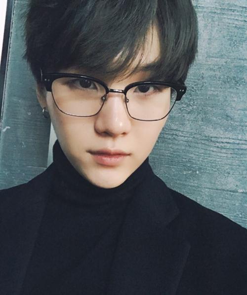 Nhan sắc cực phẩm của BTS khi đồng loạt để tóc đen - 4