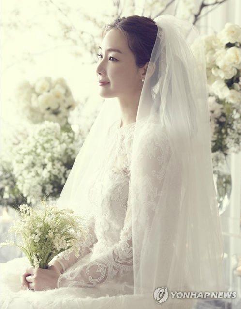 Choi Ji Woo đẹp lộng lẫy trong trang phục cưới.