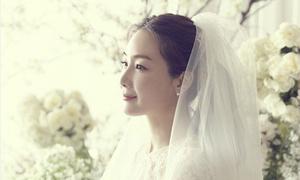 Choi Ji Woo cưới chồng trẻ hơn 13 tuổi, chỉ mời 40 khách