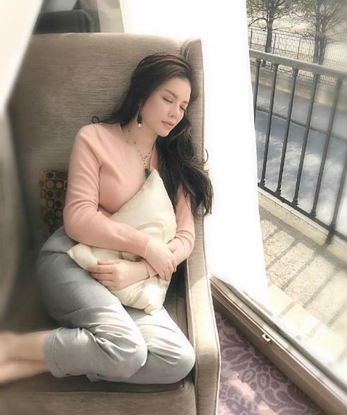 Sao Việt nằm ngủ vạ vật vẫn xinh như tiên nữ - 5