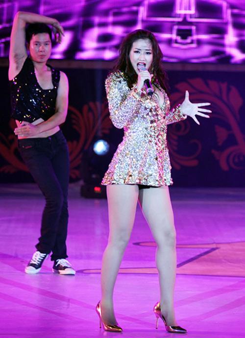Những bộ váy của sao Việt ngắn đến mức khiến khán giả nơm nớp - 3