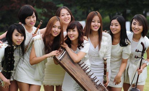 6 nhóm nhạc Kpop lận đận vì concept sai quá sai - 3