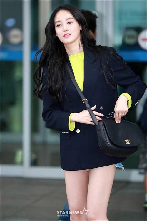 Choáng với đôi chân dài miên man của bạn gái G-Dragon - 2
