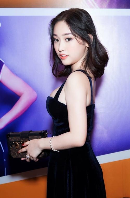 Thúy Vi gợi cảm đụng độ bạn gái Phan Thành - 2
