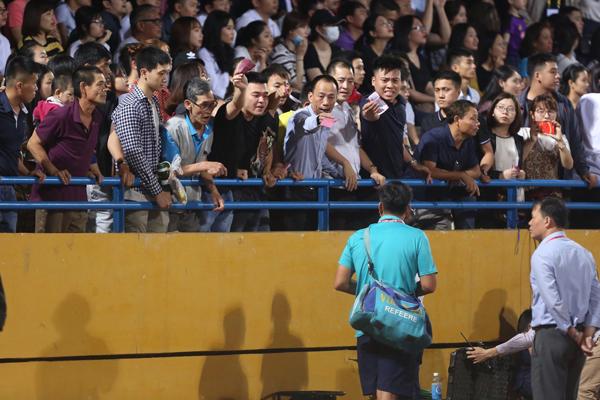 CĐV nhốn nháo, tức giận vì mua vé cổ vũ U23 nhưng không có chỗ ngồi - 5
