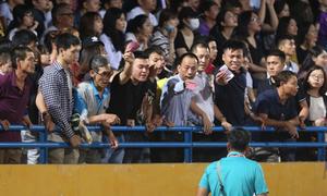 CĐV nhốn nháo, tức giận vì mua vé cổ vũ U23 nhưng không có chỗ ngồi