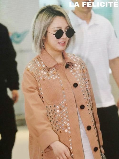 Chỉ có 3 thành viên SNSD tham dự sự kiện lần này. Hyo Yeon vừa đổi kiểu tóc để chuẩn bị cho lần quảng bá album solo.