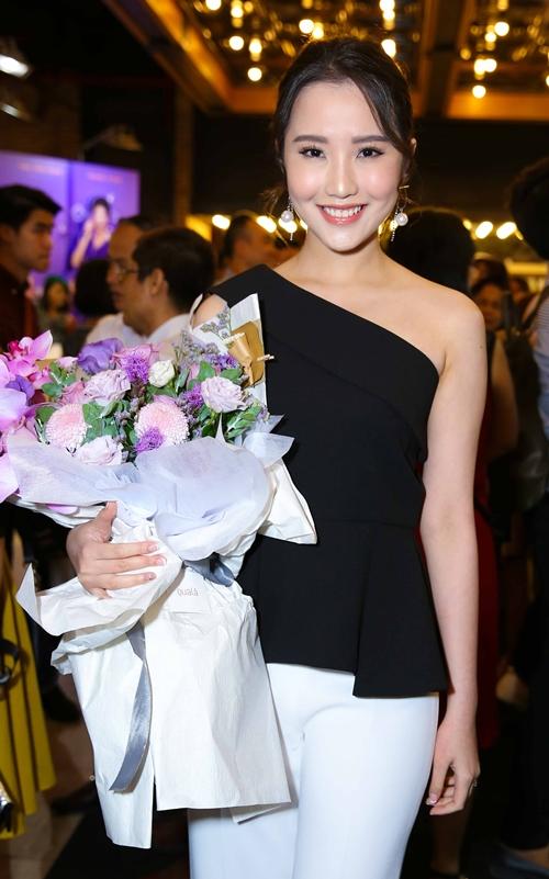 Thúy Vi gợi cảm đụng độ bạn gái Phan Thành - 4