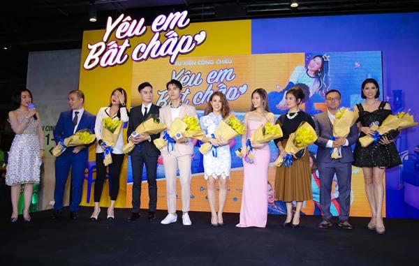 Thúy Vi gợi cảm đụng độ bạn gái Phan Thành