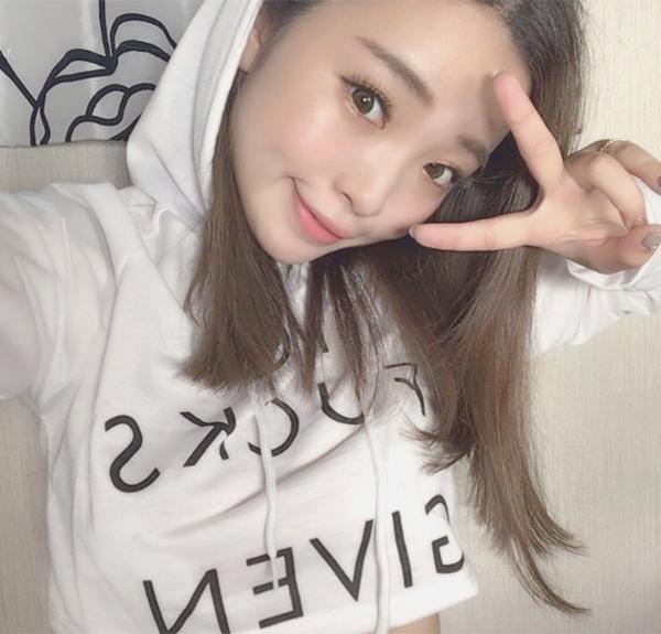 Hot girl Nhật khiến nhiều fan vỡ mộng khi gỡ mi giả