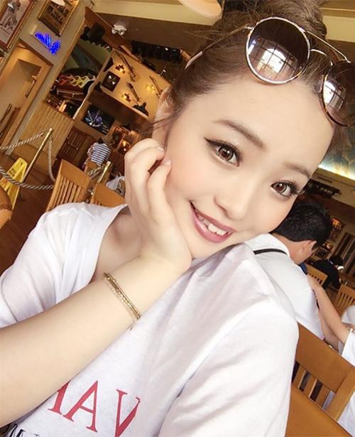 Hot girl Nhật khiến nhiều fan vỡ mộng khi gỡ mi giả - 1