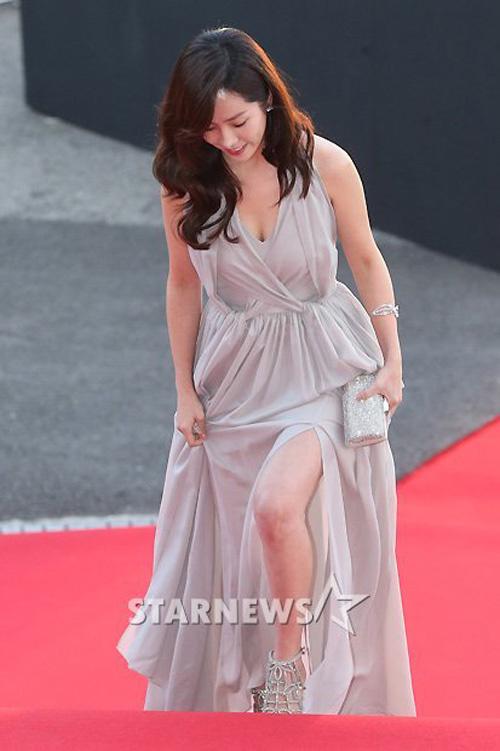Gặp sự cố váy áo, thần thái các mỹ nhân Hàn vẫn quá xuất sắc - 2