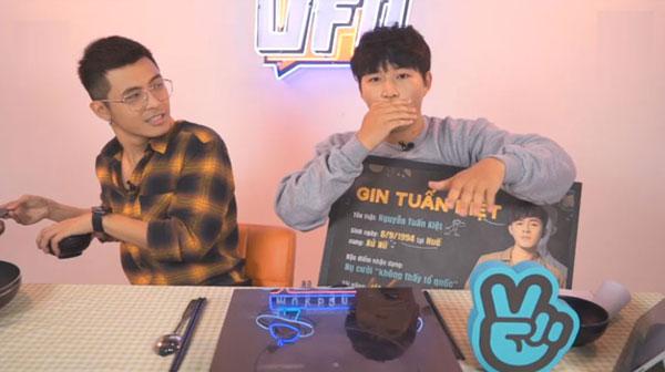 Gin Tuấn Kiệt còn tiết lộ bản thân thích chơi game bắn súng, bóng đá, bóng rổ. Trong nghệ thuật, anh biết chơi piano, guita và beat box cơ bản