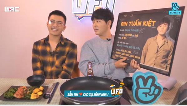 Mở đầu chương trình, Woossi cùng khán giả tìm hiểu về Gin Tuấn Kiệt.