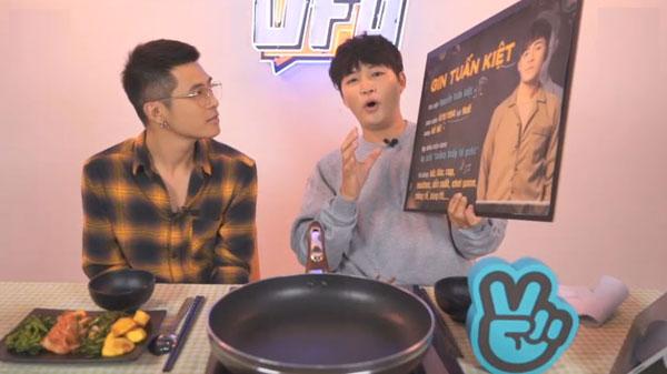 Tham gia chương trình, Gin Tuấn Kiệt sẽ cùng MC bàn luận về các chủ đề trong cuộc sốngvới cái nhìn độc lạ và thú vị. Ngoài ra, khách mời còn có cơ hộithưởng thức những món ăn ngon từ Hàn Quốc do MC Woossi nấu. Khán giả, fan theo dõi chương trình được tương tác trực tiếp và nhận quà tặng.