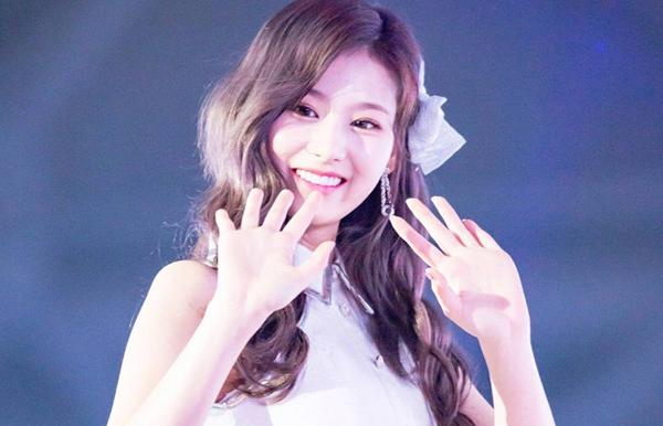 Gặp sự cố váy áo, thần thái các mỹ nhân Hàn vẫn quá xuất sắc - 9