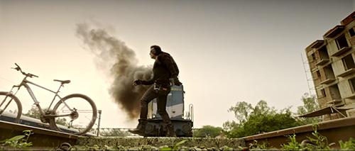 Cạn lời trước 5 cảnh truy đuổi hài hước nhất của phim Ấn Độ - 1