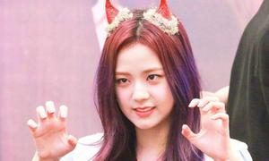 Những màn aegyo 'chỉ muốn độn thổ' của idol Hàn
