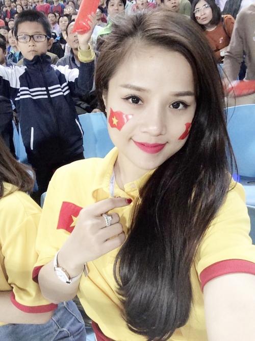 Thương Võ và thủ môn Đặng Văn Lâm, hay còn được biết đến với biệt danh Lâm Tây đã yêu nhau được hơn 1 năm. Cô nàng quê ở Nghệ An, hiện sinh sống ở Hà Nội, là ca sĩ tự do. Thương Võ từng tham gia cuộc thi Giọng hát Việt 2015 và được ca sĩ Mỹ Tâm lựa chọn về đội.