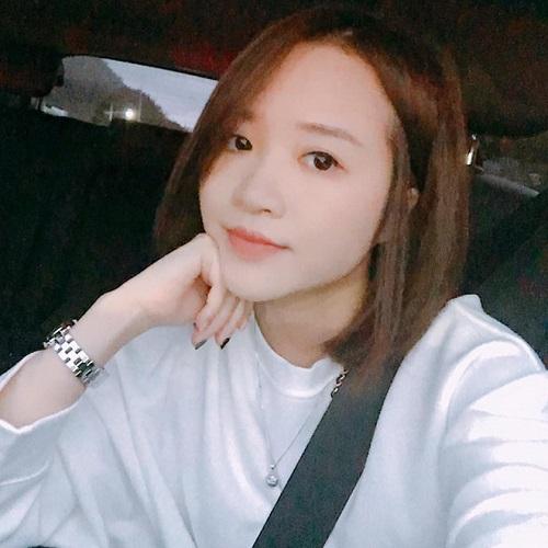 Ngô Mai Nhuệ Giang, bạn gái tin đồn của cầu thủ Lương Xuân Trường sinh năm 1993, từng là sinh viên của trường đại học RMIT. Cô nàng từng gây sốc dư luận bởi phát ngôn nông nổi, bị tố chảnh chọe và xúc phạm người hâm mộ của bạn trai.