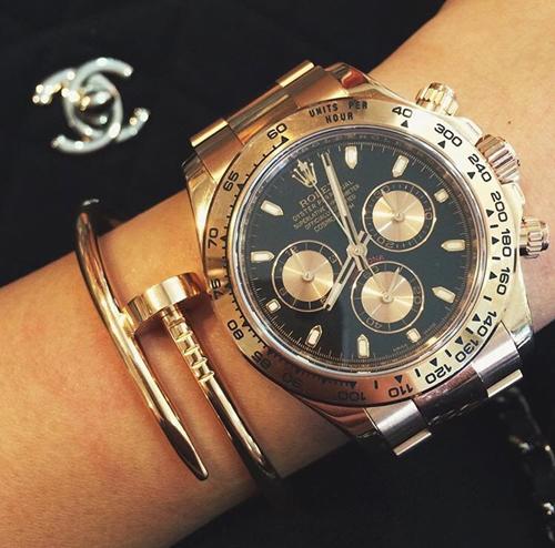 Tiên Nguyễn cũng có đồng hồ hàng hiệu đắt đỏ