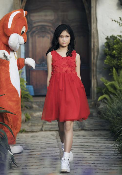 Hai chân dài nhí hot nhất Việt Nam khoe vẻ sang chảnh như hoa hậu - 2