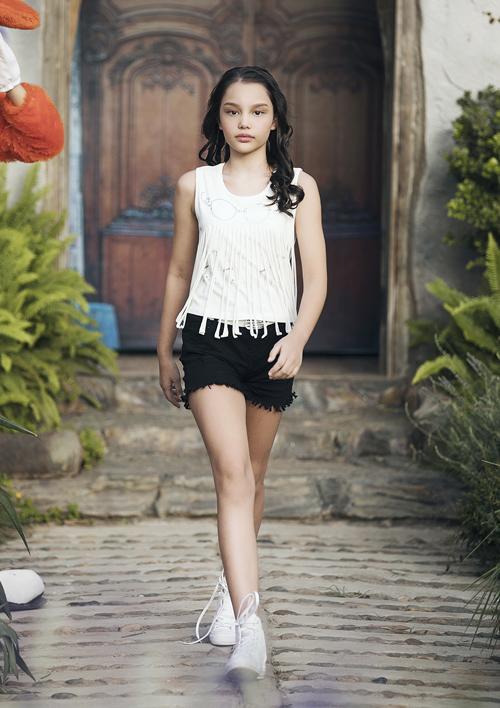 Chân dài 7 tuổi hot nhất Việt Nam khoe vẻ sang chảnh như hoa hậu - 6