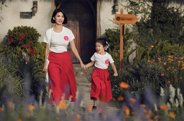 Chân dài 7 tuổi hot nhất Việt Nam khoe vẻ sang chảnh như hoa hậu - 2