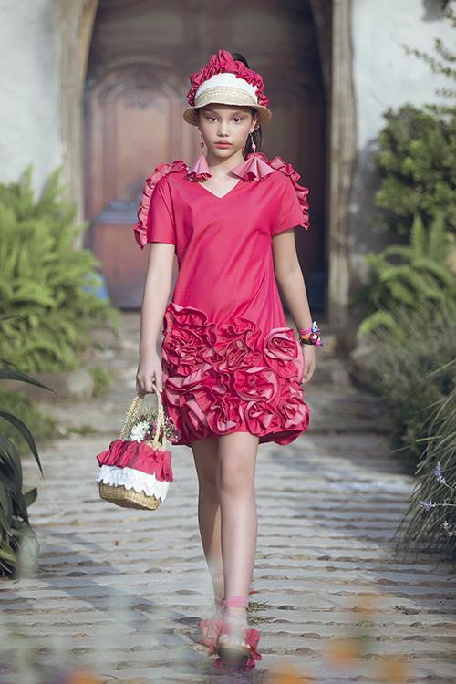 Con gái Phan Anh ra dáng hot girl khi diễn thời trang cùng bố mẹ - 3