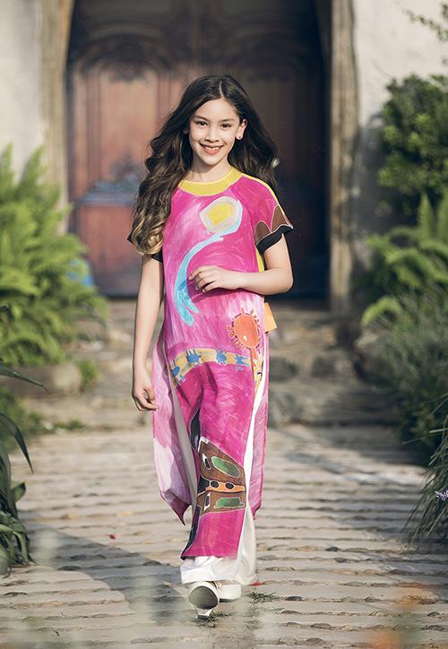 Con gái Phan Anh ra dáng hot girl khi diễn thời trang cùng bố mẹ - 5