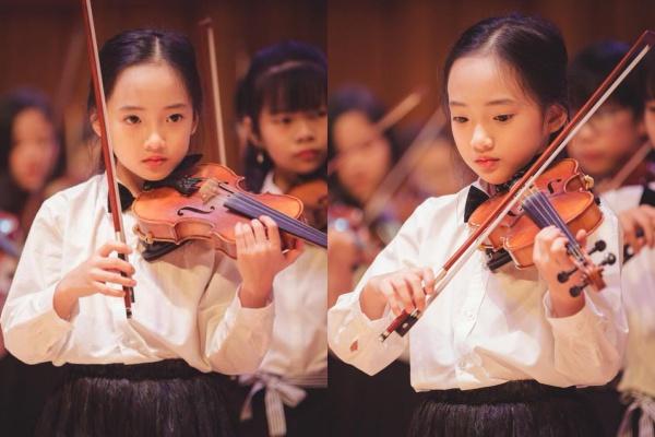 Biểu cảm của tiểu Châu Tấn trên sân khấu.