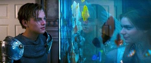 Bộ phim Romeo và Juliet từng khiến nhiều cô gái, chàng trai mê mẩn vì cảnh gặp nhau bên bể cá quá lãng mạn.