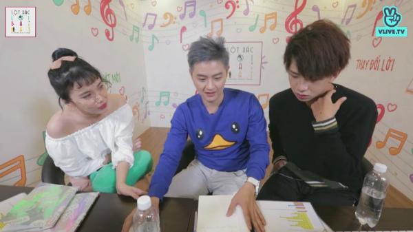 Nam ca sĩ Tùng Marucủa nhóm nhạc Uni 5 và hot girl Lime Emma cùng tham gia chương trình Lột xác lời bài hát do nam ca sĩ Thanh Duy dẫn dắt, vào 19h, tối qua (ngày 9/4). Chương trình được phát sóng trực tiếp trên kênh V Việt Nam của V Live.