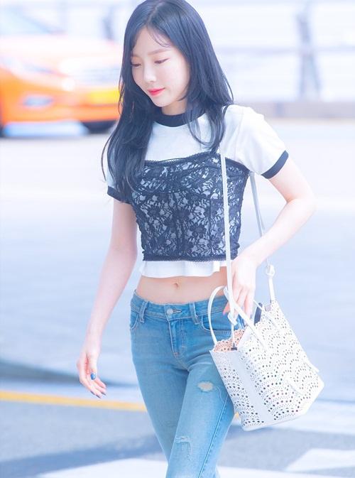 Trong năm 2017, Tae Yeon ưa chuộng những kiểu áo crop top khi ra sân bay.