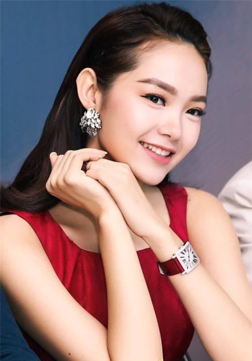 Minh Hằng: Từ cô bé bán quần áo si đa đến ngôi sao có tài sản triệu đô - 5