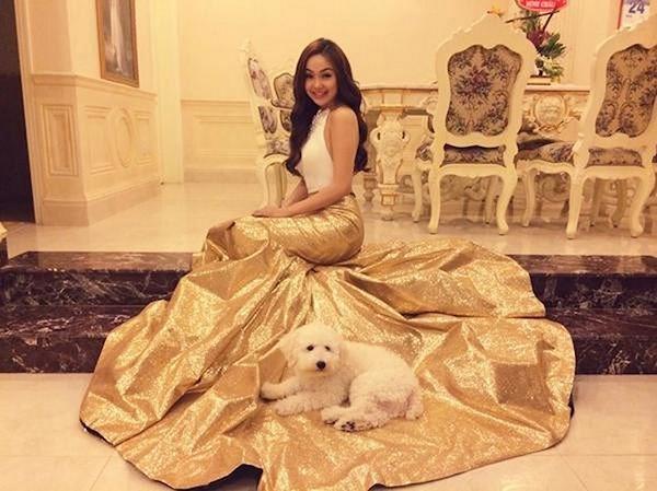 Minh Hằng: Từ cô bé bán quần áo si đa đến ngôi sao có tài sản triệu đô - 1