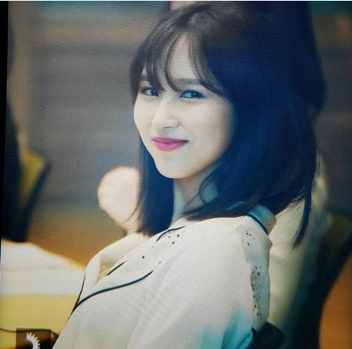 Thành viên Twice khoe ngoại hình mới trong buổi thu hình radio. Nhóm chuẩn bị quảng bá ca khúc mới What is love?.