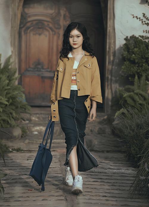 Chân dài nhí Việt tranh ngôi vedette khốc liệt không kém mẫu người lớn - 1