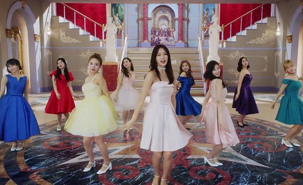 Twice bị chê mặc toàn hàng hiệu vẫn sến trong đợt comeback