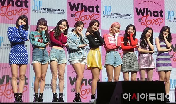 Twice bị chê mặc toàn hàng hiệu vẫn sến trong đợt comeback - 3