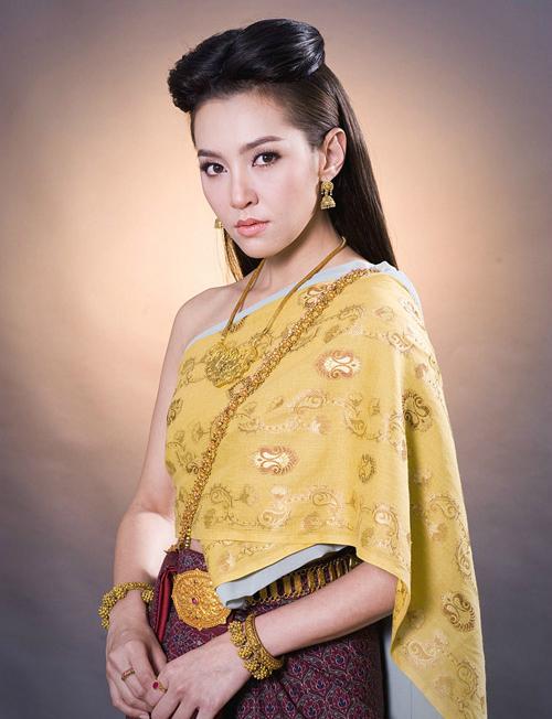 Nhờ Bella, trang phục truyền thống Thái Lan trở thành mốt.