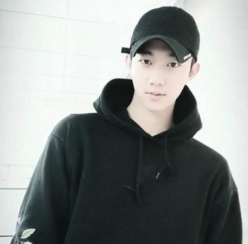 Loạt sao Kpop dính tin đồn hẹn hò nhưng bằng chứng sai bét - 6
