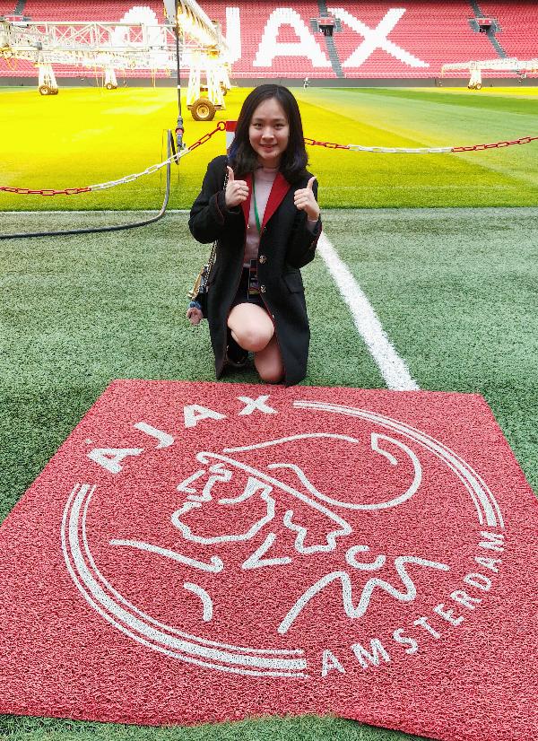 Nữ du học sinh Việt dành thanh xuân check-in tại 14 SVĐ nổi tiếng thế giới - 5
