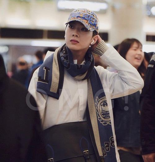 Thành viên luôn mặc hàng hiệu, có style cá tính nhất Wanna One chính là Lai Kuan Lin. Ngày 12/4, anh chàng đội chiếc mũ của Burberry giá 8 triệu đồng.