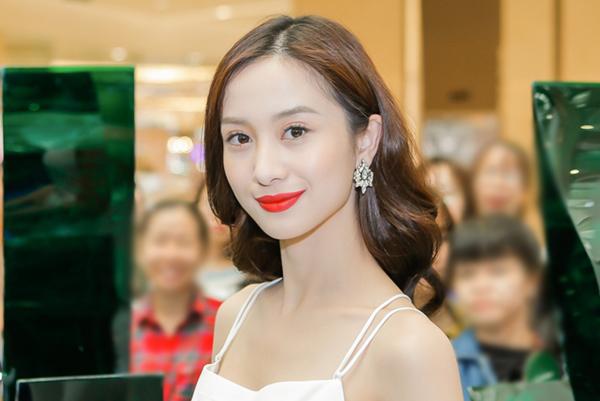 Jun Vũ da trắng, môi đỏ xinh như Bạch Tuyết - 1