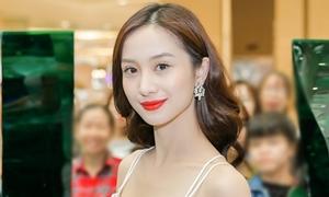 Jun Vũ da trắng, môi đỏ xinh như Bạch Tuyết