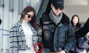 Loạt sao Kpop dính tin đồn hẹn hò 'từ trên trời rơi xuống'