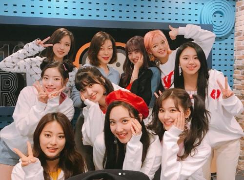 Giám đốc JYP yêu cầu cả nhóm hát như nói.