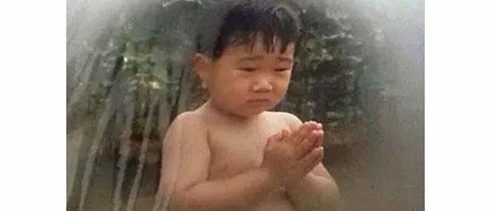 Loạt bé bi đáng yêu này là idol Kpop nào?