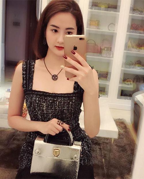 Phòng chứa quần áo đẹp như tiệm của các tiểu thư hội con nhà giàu Việt - page 2 - 4